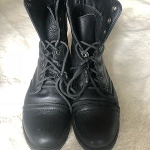 Black leather Steve Madden lace up boots W10